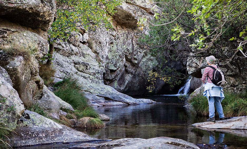 Seis rincones naturales para refrescarte en segovia garciani for Navafria piscinas naturales